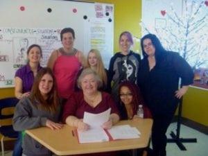 Groupe de jeunes mères ayant participé à l'atelier autobiographie - hiver 2015